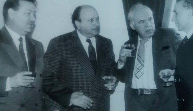 """Foto: Arhiva de Aur """"Cuget Liber"""". Constanța în """"era Mihăeși"""". Sfatul de taină cu universitarii și pupături cu Petrache Trandafir"""