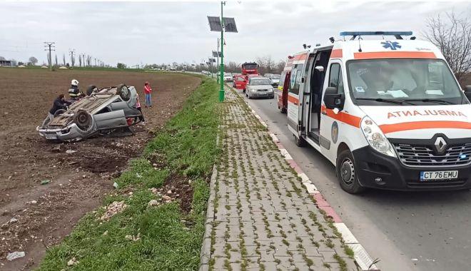 FOTO/VIDEO. Mașină răsturnată, la Lumina. O victimă dusă la spital - 23apraccidentlumina2-1619178154.jpg