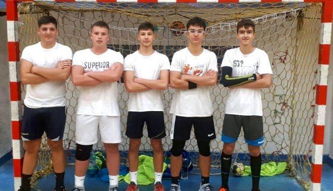 """Pariu pentru viitor! Cinci tineri handbalişti de la CS Medgidia, incluşi în proiectul """"Plan Talent"""" - 24510012733975107170407462586544-1634030960.jpg"""
