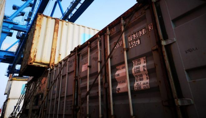 Foto: Containerele cu deșeuri sosite în Portul Constanța au fost trimise înapoi, spre Anglia