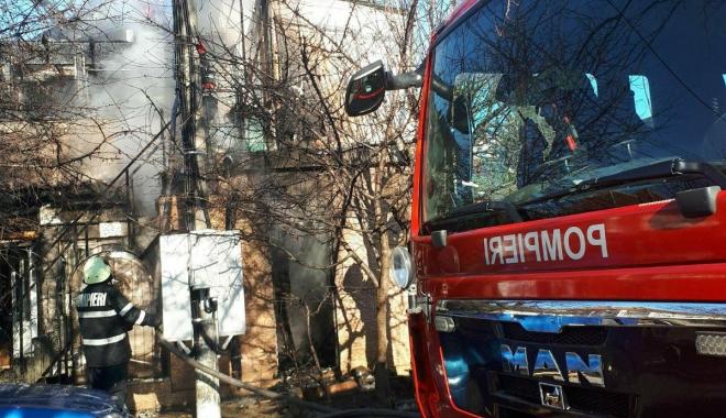 GALERIE FOTO / Victima arsă în explozia din Eforie Nord, intubată. Este în drum spre spital - 27335880158106041531402310736463-1516873154.jpg