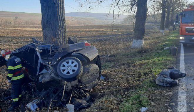 IMAGINI TERIFIANTE. Constănțean MORT, după ce mașina S-A ÎNCOLĂCIT DE COPAC! - 27novaccidentmortal4-1606469345.jpg