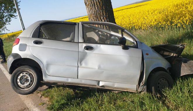 Foto: GALERIE FOTO / ACCIDENT MORTAL! Sfârșit tragic după ce a ajuns cu mașina în copac!