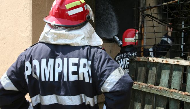 INCENDIU pe Bulevardul Mamaia. Tavanul unei camere s-a prăbușit! - 28incendiu-1611833998.jpg