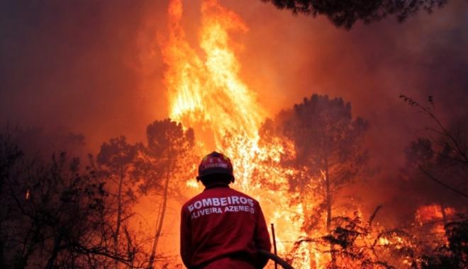 MAE / Atenționare de călătorie în Portugalia. Cod roșu de caniculă și incendii - 29ago2013bombeirostrabalhamparaa-1497851501.jpg
