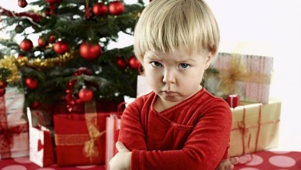 Foto: Nemulțumit de cadoul primit, un copil l-a reclamat pe Moș Crăciun la poliție