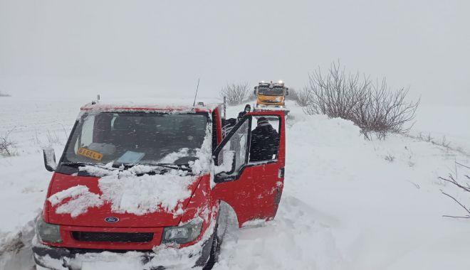 UPDATE. VIDEO / Problemele mari în judeţ. Maşini împotmolite în zăpadă - 2c9ef8de9945468f9f5ea7d4b2a49213-1611734676.jpg