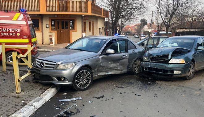 FOTO / RĂNIȚI și mașini FĂCUTE PRAF într-un accident! - 3-1580216646.jpg