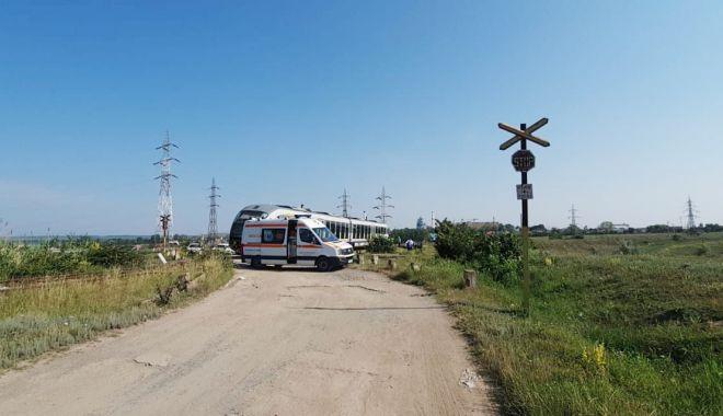MAȘINĂ LOVITĂ DE TREN! Șoferița nu a oprit la trecerea peste calea ferată! - 30iunieaccidentferoviar-1593502210.jpg