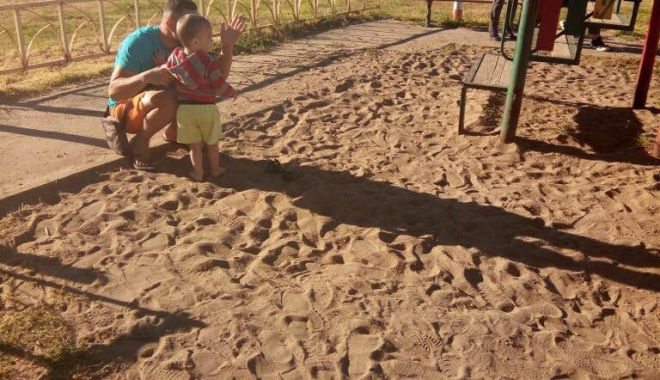 VIDEO. Încă un incident la un loc de joacă din Constanța. Copil de doi ani, căzut printre scânduri - 31961506188227927512933066970018-1525778067.jpg