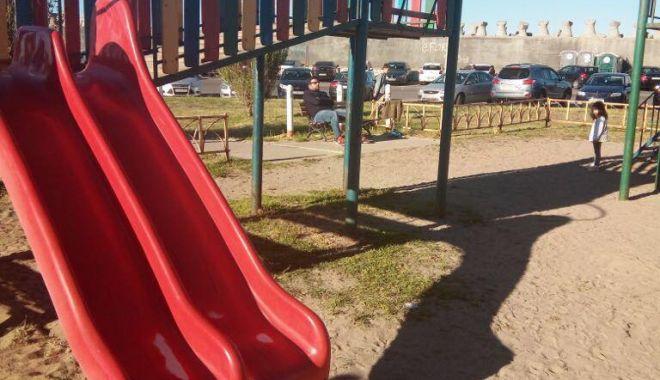 VIDEO. Încă un incident la un loc de joacă din Constanța. Copil de doi ani, căzut printre scânduri - 32089434188227922179600242319643-1525778057.jpg