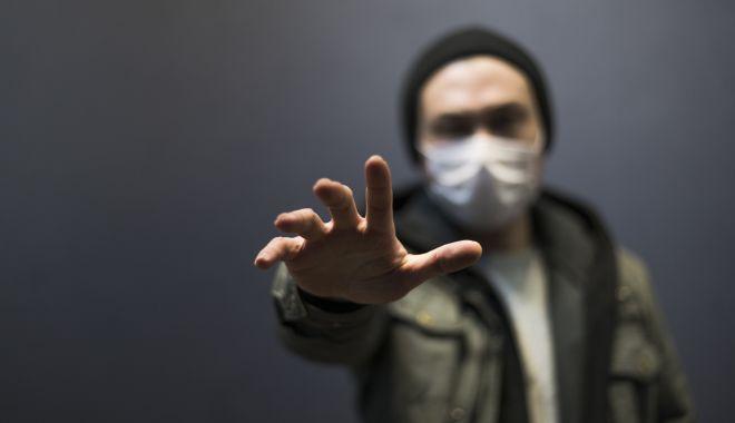 Foto: Grupurile extremiste rasiste din SUA încurajează răspândirea COVID-19