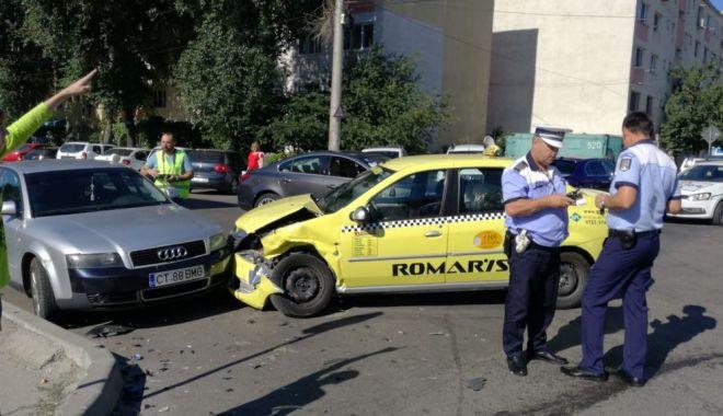 GALERIE FOTO / Accident rutier la intersecția străzilor București și Oborului. Trei autoturisme implicate - 35296510210683585267358569000140-1529935856.jpg