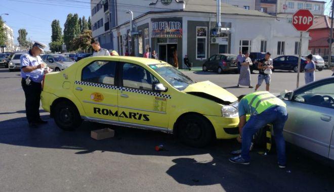 GALERIE FOTO / Accident rutier la intersecția străzilor București și Oborului. Trei autoturisme implicate - 35987576210683594267357667220796-1529935864.jpg
