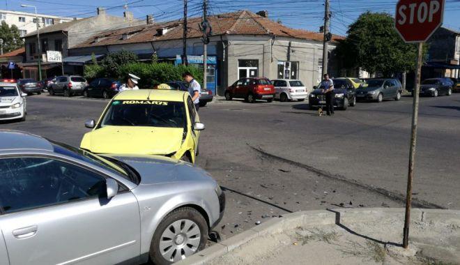 GALERIE FOTO / Accident rutier la intersecția străzilor București și Oborului. Trei autoturisme implicate - 36035714210683598600690557992937-1529935870.jpg
