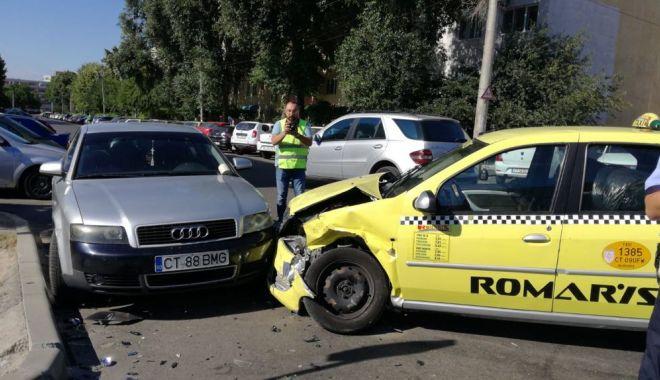 GALERIE FOTO / Accident rutier la intersecția străzilor București și Oborului. Trei autoturisme implicate - 36137328210683590600691360325812-1529935884.jpg