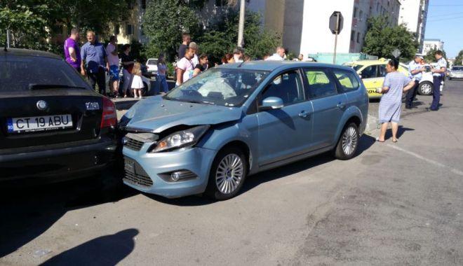 GALERIE FOTO / Accident rutier la intersecția străzilor București și Oborului. Trei autoturisme implicate - 36177361210683581600692211204436-1529935876.jpg