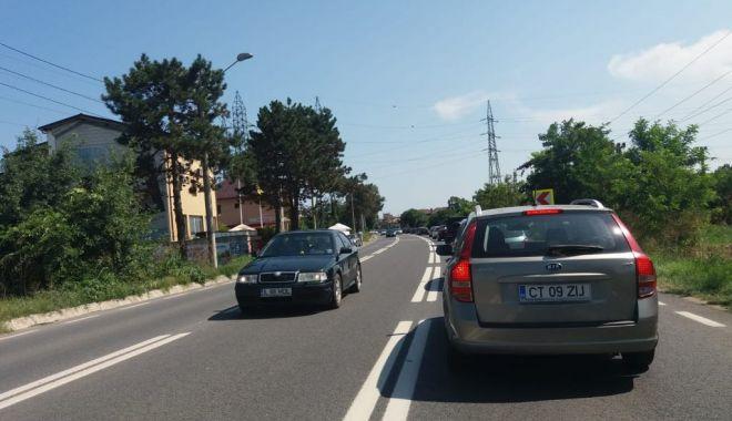 Foto: Aglomerație pe șosele spre sudul litoralului. Cozi de kilometri în Eforii