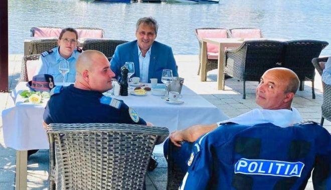 """Foto: Trei subofițeri constănțeni, apreciați de ministrul Marcel Vela. """"Jos pălăria în fața lor!"""""""