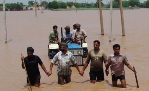 Foto: Inundații devastatoare în nord-estul Indiei: Cel puțin 26 de oameni au murit, sute de mii de persoane au fost afectate