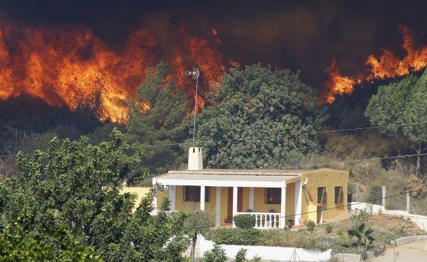 Foto: Incendii devastatoare în Valencia: peste 2000 de oameni evacuați