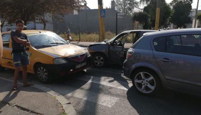 FOTO. Din nou accident rutier la Constanța! - 40387437499958423811849570326688-1535613538.jpg