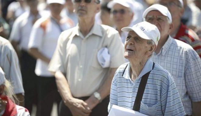 Klaus Iohannis: O nouă lege a pensiilor ar fi utilă - 43pensionari12agerpres7831681146-1575545782.jpg