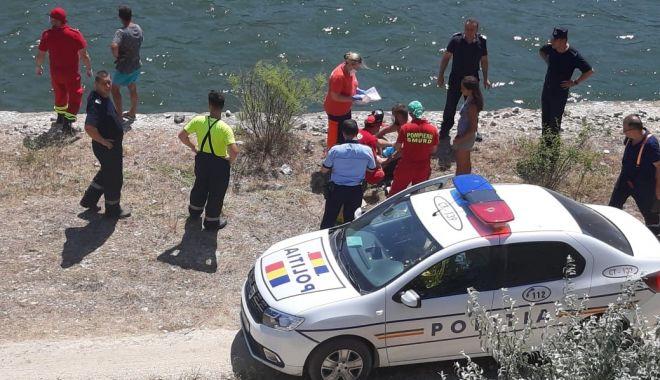 ALERTĂ! Mașină cu doi oameni, căzută în Canalul Dunăre Marea Neagră - 44248e882a2c402cbae7b245278de316-1596806497.jpg