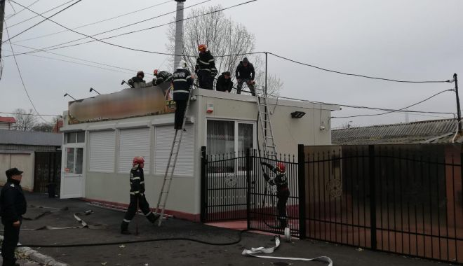 Foto: Incendiu în Constanța. Pompierii intervin la Hanul Amzacea