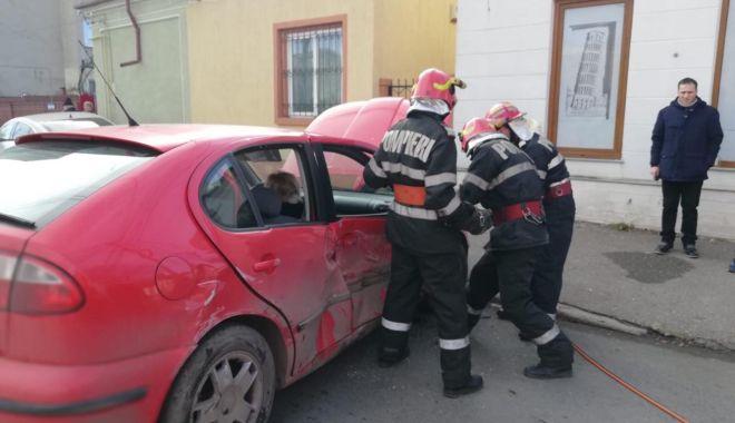 Galerie foto. Accident rutier la Constanța. Victima este o femeie - 48112645514141679065543548613593-1544696240.jpg