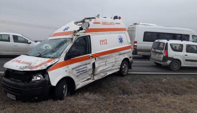 Foto: Accident rutier la Constanța, după ce un șofer nu a acordat prioritate ambulanței