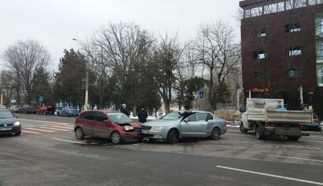 Foto: Galerie foto. Accident rutier la Constanța. Două mașini implicate