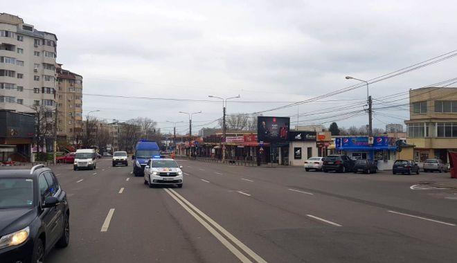 Reportaj: Constanța în CARANTINĂ TOTALĂ. Străzi pustii, poliția la datorie, afaceri cu lacătul pe ușă! GALERIE FOTO - 5-1585143635.jpg