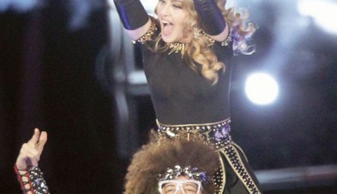 Madonna - femeia elastic! - 52-1329656362.jpg