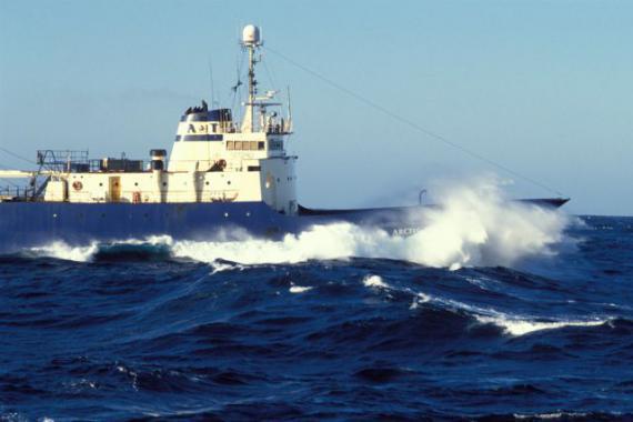 Foto: TRAGEDIE PE APĂ. Cel puțin 54 de morți în urma scufundării unei nave de pescuit