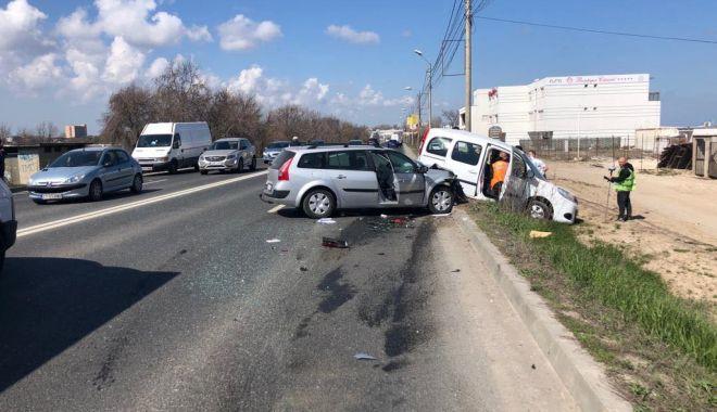 Foto: GALERIE FOTO / Accident rutier între Eforii! Două mașini implicate, O VICTIMĂ!