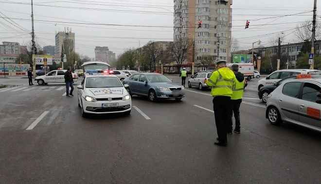 Foto: Accident rutier la Constanța! Pieton lovit de mașină, după ce a traversat pe roșu