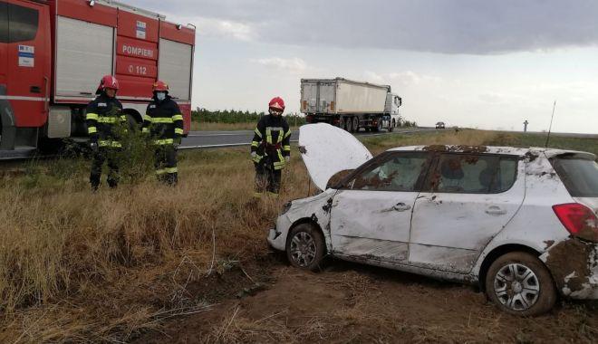 Foto: Autoturism răsturnat în Cogealac. Victima este conștientă