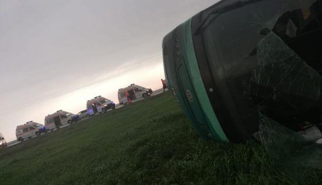 GALERIE FOTO-VIDEO / Tornadă uriașă la Drajna: autocar cu 40 de oameni la bord, răsturnat de vijelie. Plan roșu de intervenție - 59064587127190021296756483588064-1556643484.jpg
