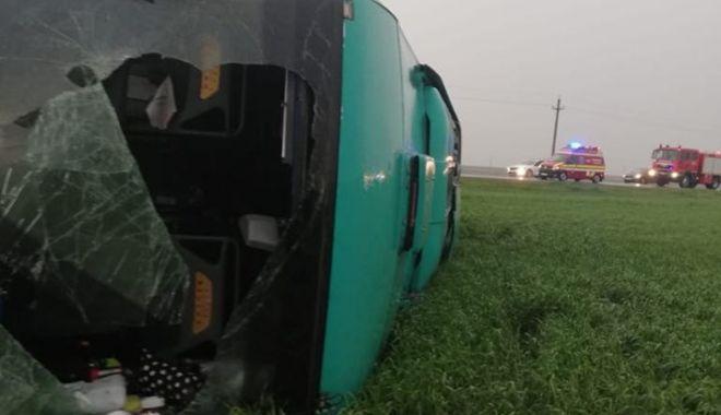 GALERIE FOTO-VIDEO / Tornadă uriașă la Drajna: autocar cu 40 de oameni la bord, răsturnat de vijelie. Plan roșu de intervenție - 59332260212422728098768565773430-1556643548.jpg