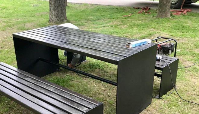 Primăria Constanța, lucrări de reamenajare. Vom avea mese și bănci noi, în parcuri - 59998938270984361904482163401153-1557299016.jpg