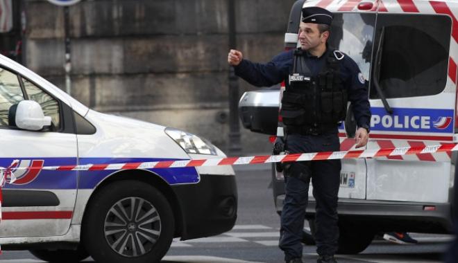 Foto: ALERTĂ de securitate la Paris: zona de lângă Luvru a fost evacuată!
