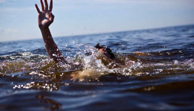Foto: Alertă pe litoral. Salvamarii fac apel la oameni să nu se avânte în valuri