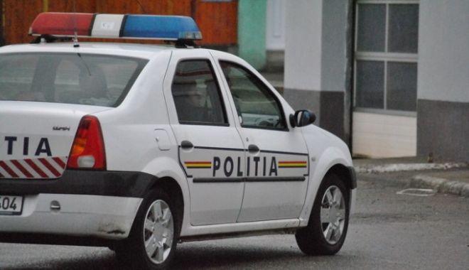 Un polițist a fost obligat să patruleze pe jos, după ce s-a plâns de starea mașinilor MAI - 61927230-1524569871.jpg