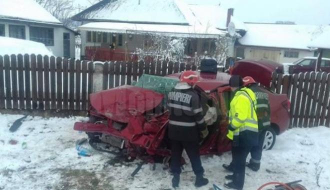 Foto: Tată și fiu, morți într-un accident rutier