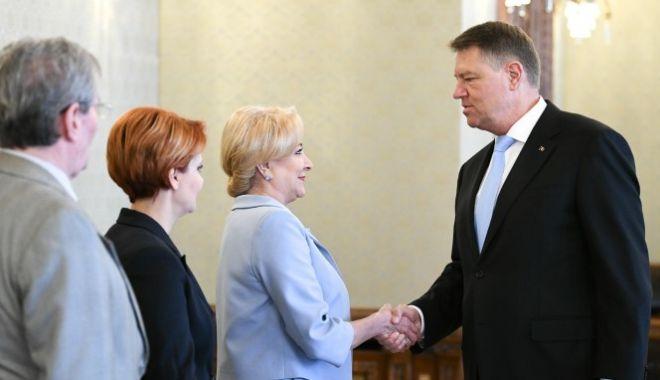 Foto: Klaus Iohannis îi cere premierului Viorica Dăncilă în avans ordinea de zi a ședințelor de guvern