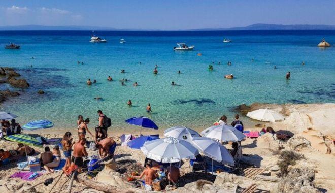 Grecia deschide sâmbătă plajele amenjate, cu o săptămână înainte de deschiderea sezonului - 62142925-1620460383.jpg