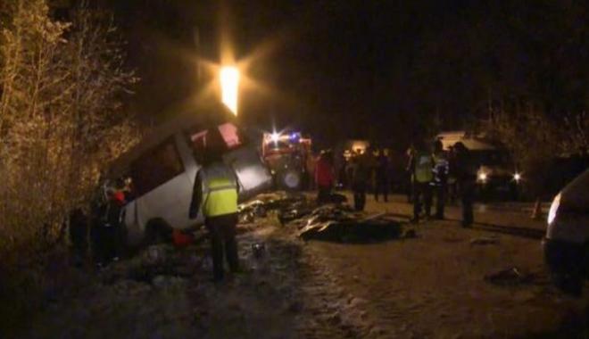 Foto: SCENE MACABRE! 15 MORȚI, după ce un camion s-a ciocnit cu un microbuz