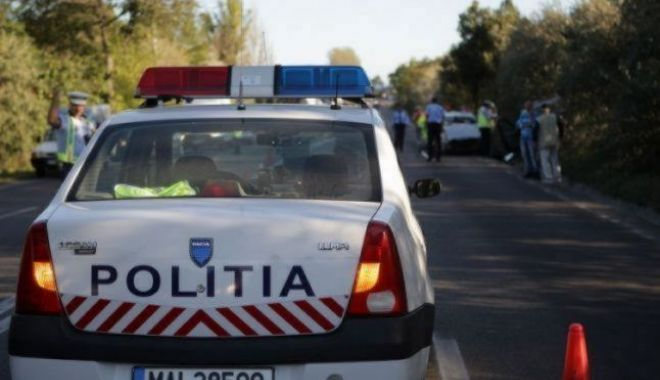 Foto: Polițist rupt de beat, la volan, a făcut praf trei mașini parcate înainte de a fi prins de colegi