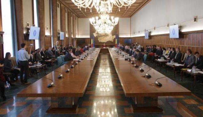 Foto: Ședință de guvern; pe ordinea de zi - legea privind abilitarea Executivului de a emite ordonanțe